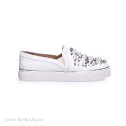 STUART WEITZMAN Białe sportowe buty z piękną biżuterią
